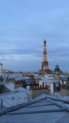 City Aesthetic, Travel Aesthetic, Adventure Aesthetic, Cream Aesthetic, Aesthetic Clothes, Paris Eiffel Tower, Tour Eiffel, Beautiful Paris, Beautiful World
