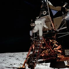 Nasa Edwin 'Buzz' Aldrin begins his descint of the ladder from the lunar module to the surface of the moon. July (Source: NASA) - Edwin 'Buzz' Aldrin begins his descint of the ladder from the lunar module to the surface of the moon. Apollo 13, Mission Apollo 11, Apollo 11 Crew, Apollo Moon Missions, Apollo 11 Moon Landing, Apollo Nasa, Nasa Missions, Neil Armstrong, Michael Collins