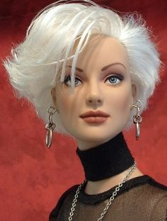 About Dayle: Silver Sensation Daphne repaint by meFamousgirls