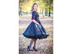 205 nejlepších obrázků z nástěnky Retro šaty a sukně  8f2c42ff31