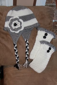 Gray & White Hat w/ Large Flower and Matching Legwarmer/Bootcuffs
