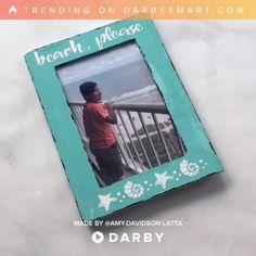 DIY Coastal Beach Photo Frame: An easy and quick project perfect for displaying your favorite beach memories! #darbysmart #diy #diyprojects #diyideas #diycrafts #easydiy #artsandcrafts #beach #customizedframe #diyframe Diy Arts And Crafts, Diy Crafts Videos, Crafts To Do, Frame Crafts, Diy Frame, Stencil, Adult Crafts, Beach Crafts, Christmas Crafts For Kids
