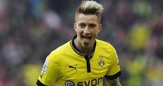 Manchester United are considering a bid for Borussia Dortmund forward Marco Reus in January. Psg, Signal Iduna, Image Foot, Transfer Rumours, Football Gif, Football Videos, Old Trafford, Soccer Shoes, Soccer Players