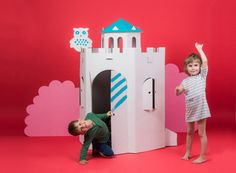stabiles Pappspielzeug für Kinder Cardboard Castle, Cardboard Playhouse, Laminating Paper, Castle Playhouse, Recycling, Stuck In A Rut, Shipping Packaging, Play Houses, Biodegradable Products