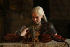 Emilia Clarke as Daenerys Targaryen the Mother of Dragons from Game Of Thrones Daenerys Targaryen, Khaleesi, Cersei Lannister, Emilia Clarke, Serie Du Moment, The Mother Of Dragons, Game Of Thones, Game Of Throne Daenerys, Photo Games