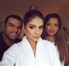 To achando que não vou mais dar sossego para vocês @everson_rocha_ & @alcilenevieiraa!  Make e hair impecáveis! #thassiastyle #btviaja #makeup #thassiaRJ | Vem ver tudo no snap: thassianaves by thassianaves