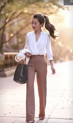 Fashion Tips Ideas DO basic slacks and blouse make for a perfect business outfit can easily be dressed up with accessories.Fashion Tips Ideas DO basic slacks and blouse make for a perfect business outfit can easily be dressed up with accessories. Classy Work Outfits, Spring Work Outfits, Work Casual, Outfit Work, Work Outfits For Women, Stylish Outfits, Work Clothes Women, Casual Chic, Smart Outfit