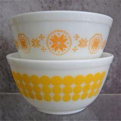 Pyrex Bowls #402 1 ½ qt., Set of 2, Yellow Assortment