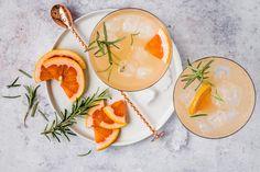 Grapefruit-Rosmarin-Spritz - Rezepte | fooby.ch Tonic Water, Fever Tree Tonic, Valeur Nutritive, Panna Cotta, Drinks, Cocktails, Ethnic Recipes, Grapefruit, Food