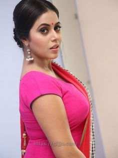 Actress Shamna Kasim hot Photos, Poorna Shamna Kasim hot Pics in red, Poorna hot Images. poorna Shamna Kasim Hot Boobs Navel in red Chudi