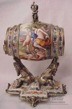 Del hombre Vanidad Figurativo  Especialidad: Victorian    Tipo: victorian    Material de la (s): esmalte y plata    Origen: Viena    Fecha o Época: C. 1850