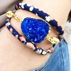 Sieh dir dieses Produkt an in meinem Etsy-Shop https://www.etsy.com/listing/229654886/blue-druzy-bracelet-floral-cotton-wrap