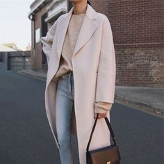 Casual fall style - cream wool coat, cashmere sweater, and light wash denim Trendy Outfits, Winter Outfits, Fashion Outfits, Style Fashion, Woman Fashion, Fashion Styles, Fashion Ideas, Fashion Hacks, Fashion Killa