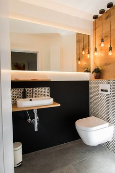 Gäste-WC mit Stil New Ideas Gäste-WC mit Stil Guest toilet with New Ideas style # Guest toilet Guest toilet with style Small Toilet Room, Guest Toilet, Downstairs Toilet, Toilet Wall, Wc Design, House Design, Bathroom Interior, Modern Bathroom, Design Bathroom