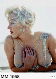marilyn monroe some like it hot Tony Curtis on the set richard miller Marilyn Monroe Photos, Marylin Monroe, Divas, Tony Curtis, Gentlemen Prefer Blondes, Musa, Norma Jeane, Sexy, Classic Beauty