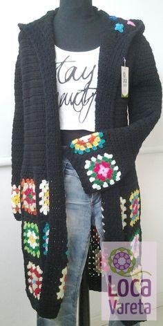 Tapado largo tejido al crochet con capucha ☆ LOCA VARETA https://www.ofelia.com.ar/tapado-largo-con-capucha-801966