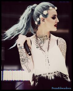 Oh! Perrie looks really pretty in this!!