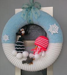 Crochet Christmas Wreath, Crochet Wreath, Crochet Snowman, Christmas Wreaths To Make, Bead Crochet Rope, Christmas Crochet Patterns, Holiday Crochet, Christmas Knitting, Christmas Projects