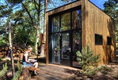 The De Zanding: a beautiful contemporary tiny house at the Droomparken resort in the Netherlands! Modern Tiny House, Tiny House Design, Weekender, Lakeside Cabin, Up House, Farm House, Bed And Breakfast, Places To See, Around The Worlds