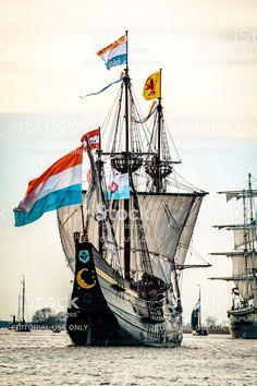 Dutch Republic, Old Sailing Ships, American Revolutionary War, Pirate Ships, Flag, Layouts, Moon, Sailing Yachts