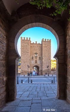 CASTLES OF SPAIN - The Puerta de Alcántara is a city gate located in Toledo, in Castile-La Mancha, Spain. It gives access to the interior of the historic center of the city, passing through its eastern side the surrounding wall. It is in front of the Bridge Puente de Alcántara, that crosses the Tagus river. Of Arab origin, it dates from around the 10th century. It had great relevance in the defense of the city during the Middle Ages, to be the place through which people and goods entered.