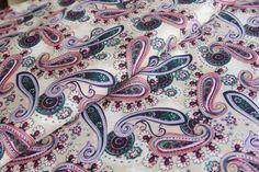Wzorzysta tkanina sukienkowo - bluzkowa. Alexander Mcqueen Scarf, Paisley, Accessories, Fashion, Moda, Fashion Styles, Fashion Illustrations, Jewelry Accessories