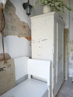 Shabby vintage with everything in white...very retro!