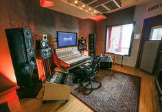 Soundproof Home with These Five Cheap Ideas Audio Studio, Music Studio Room, Sound Studio, Ableton Live, Home Studio Setup, Studio Ideas, Techno House, Recording Studio Design, Acoustic Panels