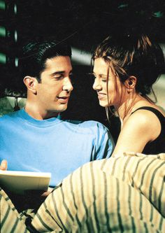 David Schwimmer as Ross Geller & Jennifer Aniston as Rachel Green… Friends Tv Show, Friends 1994, Serie Friends, Friends Cast, Friends Moments, Friends Forever, Ross Geller, Phoebe Buffay, Ross Und Rachel