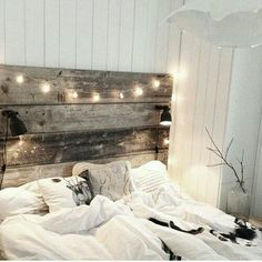 12 Dorm Room Headboard Ideas To Spruce Up Your Décor. This is a rustic dorm room headboard style. A dorm room headboard can spice up your space for heading back to campus. Whichever home decor style you prefer, we have you covered. Vintage Bedroom Decor, Home Decor Bedroom, Bedroom Ideas, Bedroom Rustic, Diy Bedroom, Bedroom Furniture, Rustic Room, Rustic Furniture, Vintage Decor