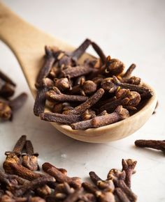 13 Amazing Healing Powers Of Super Spice Clove. Treatment For Sore Throat, Quites, Kraut, Cleaning Hacks, Cleaning Products, Herbalism, The Cure, Healing, Pumpkin