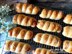 Innbakte pølser - Fra mitt kjøkken Hot Dog Buns, Hot Dogs, Food And Drink, Bread, Snacks, Baking, Recipes, God, Dios