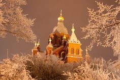 During the January Freeze the whole city was covered in white. This is a shot of the Helsinki Orthodox Cathedral, the Uspenski Church. Going On A Trip, Its A Wonderful Life, Helsinki, Summer Nights, Places To Go, Europe, Winter, Saunas, Cinnamon