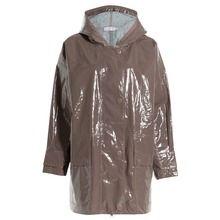 Gummistiefel, Mäntel, Schirme: An regnerischen Frühlingstagen sind diese stylishen Accessoires unsere Retter in der Not.