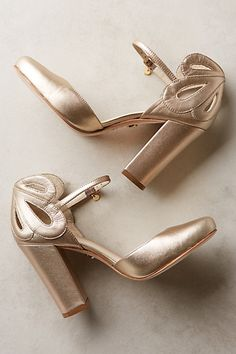 Guilhermina Posy Cutwork Heels - gold scalloped heels for christmas parties, holiday season Dream Shoes, Crazy Shoes, Me Too Shoes, Lace Bridal, Mode Shoes, Mein Style, Gold Heels, Gold Block Heels, Cutwork