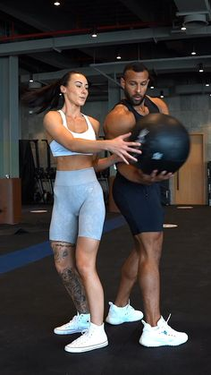 Full Body Gym Workout, Workout Log, Gym Workout Videos, Butt Workout, Gym Workouts, Fit Couples, High Intensity Interval Training, Fitness Studio, Yoga