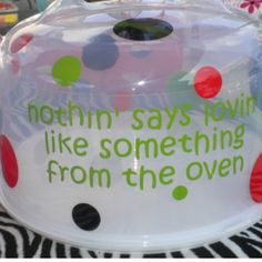 Cake carrier---****would be cute to mark out 'oven' and put Walmart or Food City or just store or bakery on it! Vinyl Crafts, Vinyl Projects, Diy Projects To Try, Cricut Cake, Cricut Vinyl, Vinyl Decals, Silhouette Vinyl, Silhouette Cameo Projects, Silhouette Machine