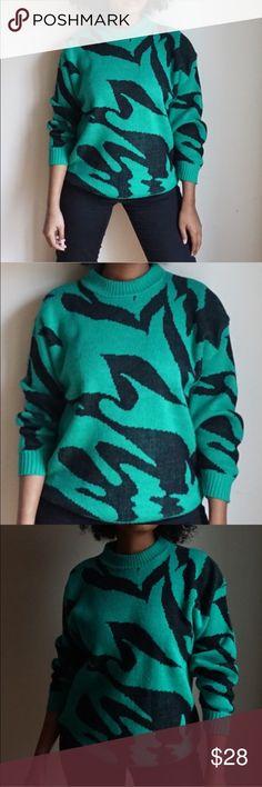 Vintage International Stefano Sportswear Sweater Green/Black print sweater. Fits a Small/Medium Sweaters