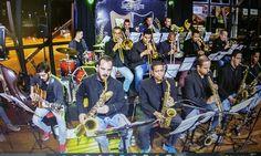 """""""Em 1973 a cidade de São Paulo foi surpreendida pelo aparecimento de uma orquestra muito diferente de tudo o."""