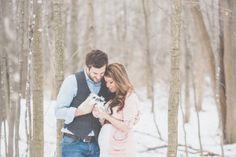 Outdoor Winter Maternity Photos | The Little Umbrella
