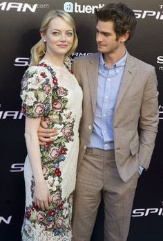 Spider-Man (Andrew Garfield) and Gwen Stacy (Emma Stone) on and off screen!
