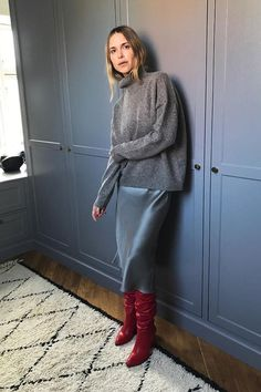 cropped-jumper outfit ideas: how to wear a cropped sweater Estilo Fashion, Look Fashion, Ideias Fashion, Fashion Outfits, Fashion Ideas, Fashion Shoes, Steampunk Fashion, Gothic Fashion, Fashion Clothes