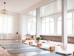 Yoga studio space peace 33 ideas for 2020 Yoga Studio Interior, Yoga Studio Design, Yoga Studio Decor, Gym Interior, Yoga Room Design, Wellness Studio, Fitness Studio, Pilates Studio, Meditation Space