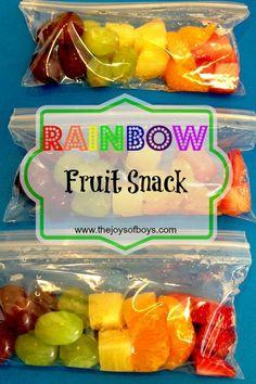 School Snack - Rainbow Fruit Snack (oranges: mandarin, blueberries, strawberries, pineapple (chunks), grapes: red & green) on a skewer. Fruit Snacks, Lunch Snacks, Clean Eating Snacks, Healthy Snacks, Healthy Recipes, Kid Snacks, Camping Snacks, Kid Lunches, Fast Recipes
