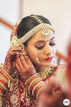 Absolutely love this pic of smiling happy Bride Bipasha Basu during her Wedding rituals. by bollywood Bengali Bridal Makeup, Bengali Wedding, Bengali Bride, Bollywood Wedding, Vintage Bollywood, Wedding Story, Wedding Pics, Wedding Bride, Desi Wedding