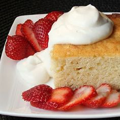Absolutely gorgeous Yellow Cake smothered in Cream and Berries #Sundaysupper Dessert @dbcurrie