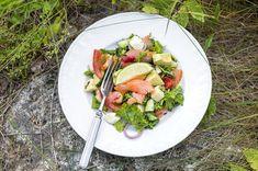 Joskus on hyvä tehdä inventaarioita jääkaapin sisällöstä. Upea salaatti voi syntyä sattumalta. Tämä salaatti on niin herkullinen, että siihen kannattaa ostaa salaattiainekset myös aivan varta vasten. Couscous, Cobb Salad