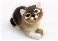 Lomonosov porcelain brown and white kitten