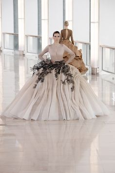 Gorgeous Dress from the Stephane Rolland Haute Couture Spring 2015 Collection Haute Couture Gowns, Couture Week, Couture Fashion, Fashion Show, Fashion Beauty, Fashion Outfits, Paris Fashion, Fashion Trends, Stephane Rolland
