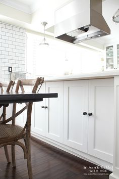 I really like storage/access via doors on the back side of cabinets too.  Could white bench  still fit here below the knobs?????